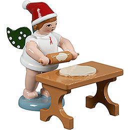 Bäckerengel mit Mütze und Teigrolle am Tisch  -  6,5cm